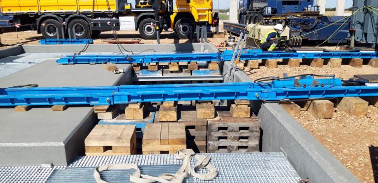 Extraction d'un transformateur de 100 tonnes à Torrijos (Tolède)